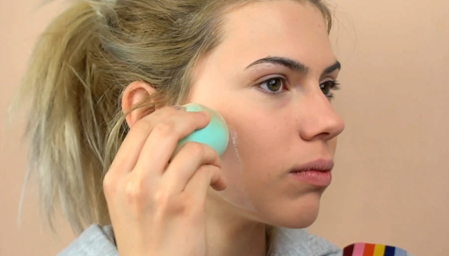 How to Make Makeup on the Face Not Cracking